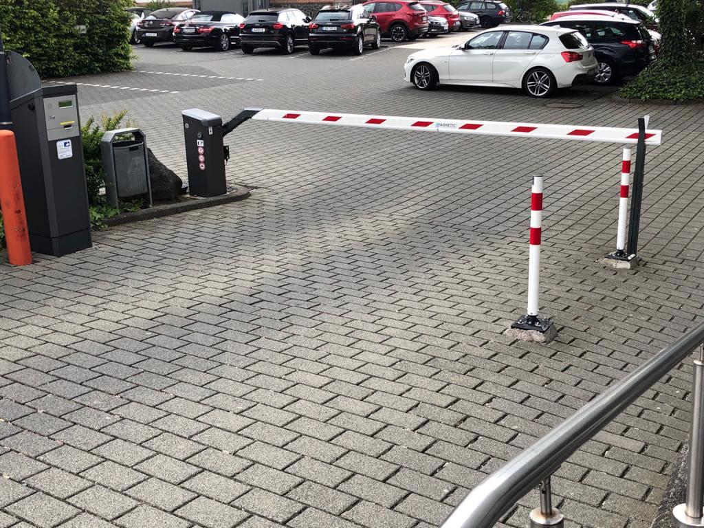 Parkplatz mit Schranke