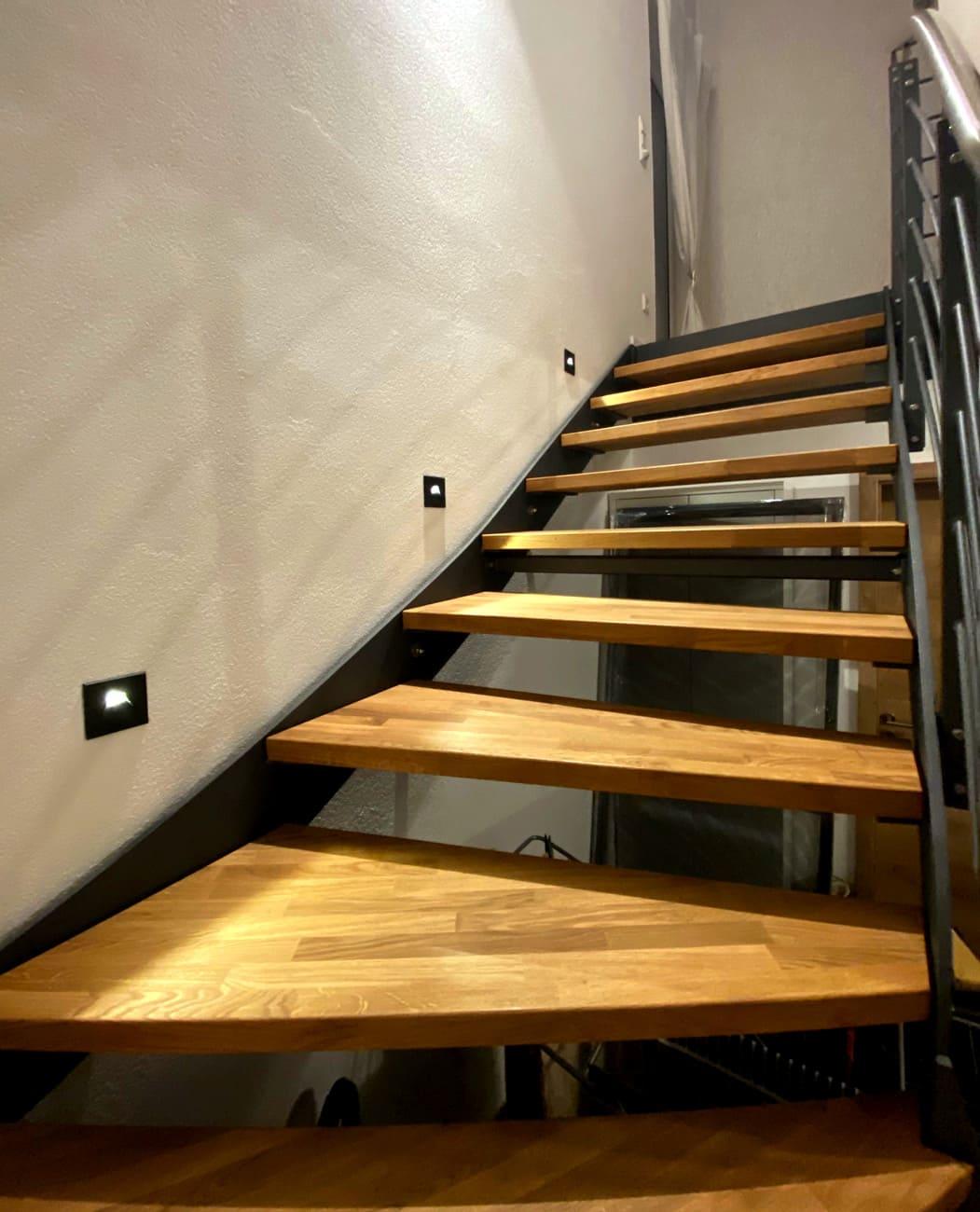 Treppenaufgang beleuchtet
